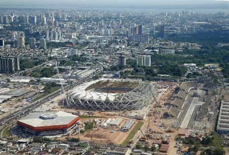 W杯競技場の建設遅れるマナウス 労働者「安全性はゼロ」  ブラジル・マナウスのサッカーW杯の競技