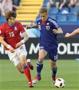 韓国代表MFの奇誠庸、「左手敬礼...