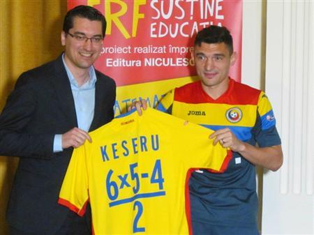 ルーマニア代表、練習着の ...