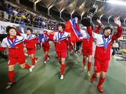 3連覇を果たし、場内一周する北朝鮮イレブン=フクアリ