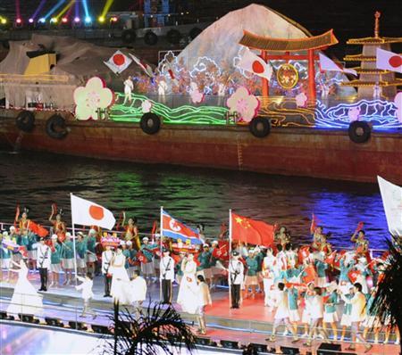 東アジア大会開幕!趣向こらした水上式典(2)