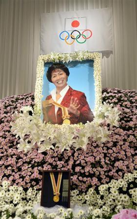 河西昌枝さんをしのぶ会、小泉元首相ら約500人参列/バレー(1)