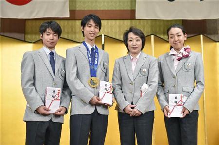 スケート優秀選手表彰祝賀会に羽生、真央らが出席(1)