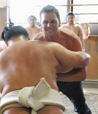 【大相撲】NFLのトム・ブレイディ、朝稽古で豪栄道の胸借りる「ハード。心と体がそろう必要ある」©2ch.netYouTube動画>3本 ->画像>70枚
