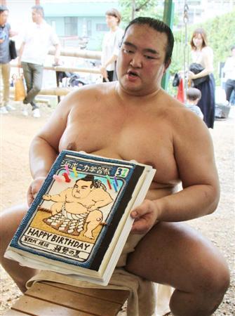"""31歳の稀勢、高安と18番で11勝!体調も相撲も""""ケーキ""""回復(2)"""