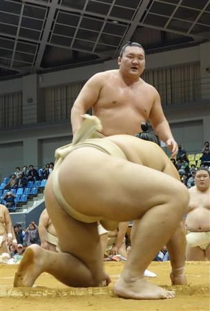 白鵬、元気に巡業合流「いい汗かいた」 九州場所へ「うずうず」