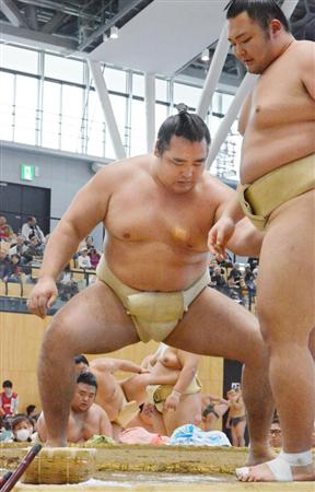 鶴竜、好調ぶりアピール 秋場所敢闘賞の有望株を稽古で圧倒「違和感なく取れている」