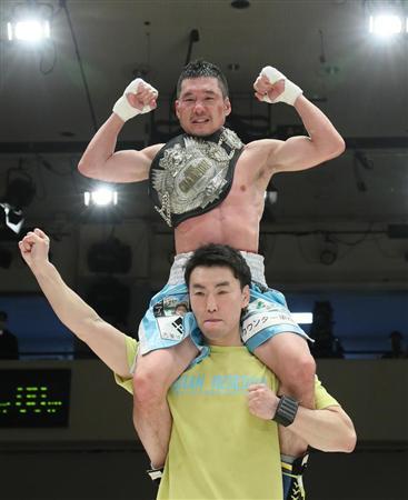 堀川謙一 8回終了TKO勝ちで4年ぶ...